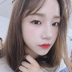 Bottle Tutorial and Ideas Kpop Girl Groups, Korean Girl Groups, Kpop Girls, Cute Girls, Cool Girl, Japanese Girl Group, Star Girl, Redheads, Yuri