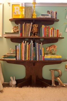 Adore this tree bookshelf!