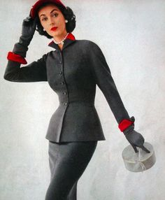 Dovima for US Vogue 1951. Can I get this suit now, please?