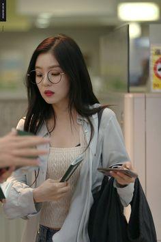 Here you will find the latest updates and information regarding Red Velvet and their leader Irene. Seulgi, Kpop Girl Groups, Kpop Girls, Asian Music Awards, Korean Girl, Asian Girl, Korean Star, Irene Red Velvet, Black Velvet