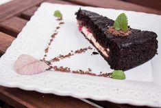 Čokoládovo-tvarohová torta s ríbezľami