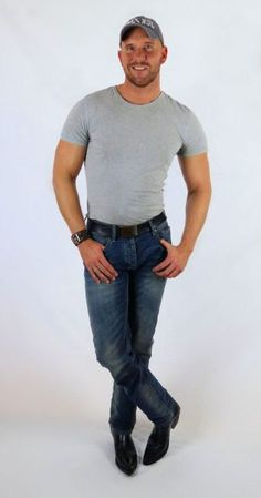 thight grey shirt, grey cap and Buffalo cowboy boots; Hot Country Boys, Hot Cowboys, Cowboy Outfits, Beautiful Men Faces, Grey Shirt, Jeans And Boots, Blue Jeans, Sexy Men, Hot Guys