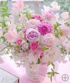 A beautiful bouquet of flowers. Beautiful Flower Arrangements, Pretty Flowers, Fresh Flowers, Spring Flowers, Floral Arrangements, Pastel Flowers, Bouquet Of Flowers, Peach Flowers, Colorful Flowers