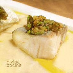 Esta receta de bacalao confitado necesita muy poca elaboración y es una de las formas de preparar el bacalao que más respetan su sabor y textura.