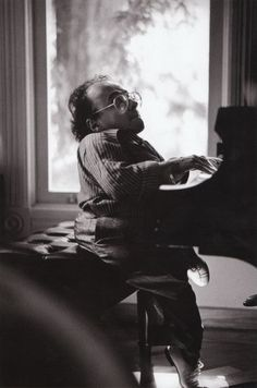 Michel Petrucciani at Ken Schuberts house in the late Michel was dwarf and an incredible piano player. He accessed the pedals by placing blocks on them. Jazz Artists, Jazz Musicians, Music Artists, Jazz Composers, Piano Music, My Music, Piano Jazz, Musician Photography, Free Jazz