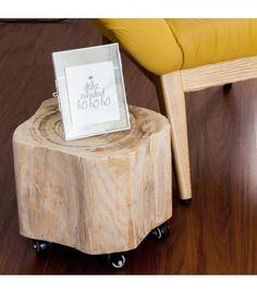 Si quieres dar una nota natural a tu decoración, prueba con este tronquito de madera con ruedas. Es súper útil y muy práctico. Puedes usarlo de mil formas.
