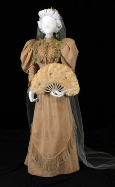Wedding Dress~ She was holding a matching fan. 1890s Fashion, Victorian Fashion, Vintage Fashion, Vintage Gowns, Vintage Bridal, Vintage Outfits, Historical Costume, Historical Clothing, Historical Dress