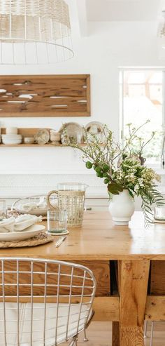 Looking for California Cool Design ideas? Find decorating ideas and home decor pieces that are essentials for modern living. Rustic Kitchen, Country Kitchen, Rustic Decor, Farmhouse Decor, Living Room Sofa Design, Inviting Home, California Cool, Reclaimed Wood Furniture, Aesthetic Rooms