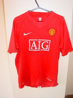 manchester united nike kids football shirt aig on front