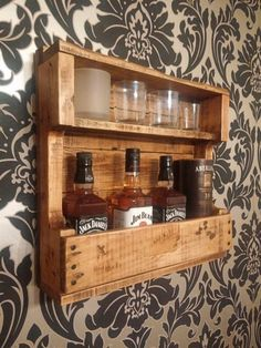 DIY Recycled Wood Pallet Ideas for Projects Recycled Pallet Ideas . DIY Recycled Wood Pallet Ideas for Projects Ideas for recycled pallets # Wooden Pallet Projects, Woodworking Projects Diy, Pallet Ideas, Woodworking Tools, Vin Palette, Palette Diy, Palette Shelf, Whisky Regal, Pallet Furniture Chairs