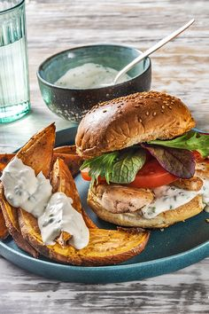 We've upped the ante on this classic chicken burger with succulent chicken breast, lemon pepper spice, and a fresh DIY chive ranch sauce — there's never a dull moment in this weeknight winner! Burger Recipes, New Recipes, Dinner Recipes, Healthy Recipes, Weeknight Recipes, Hello Fresh Recipes, Hello Fresh Meals, Organic Recipes, Ethnic Recipes