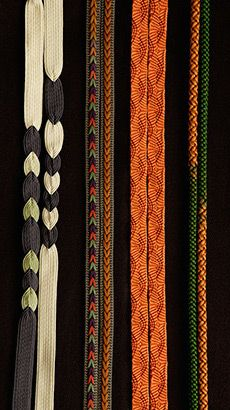 Japanese traditional braids, Kumihimo Japanese Design, Japanese Art, Japan Crafts, Japanese Jewelry, Textiles Techniques, Viking Knit, Japanese Aesthetic, Nihon, Japanese Culture