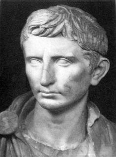 """Busto do """"Imperador Augustus"""".  (c. 30 a.C.)."""