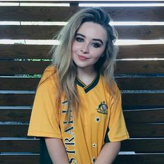 I love Sabrina Carpenter! Pretty People, Beautiful People, Beautiful Women, Sabrina Carpenter Style, Divas, Girl Meets World, Boy Meets, Female Singers, Woman Crush