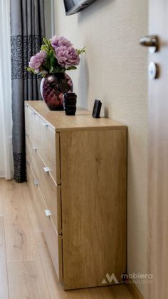 You will be amazed, most people usually do not put much time and effort into redecorating their houses correctly. Well, possibly that or they just do not understand how to. Bedroom Furniture, Bedroom Decor, Nebraska, Mai, Effort, Table, Houses, People, Home Decor