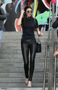 Black Leather Pants To Wear This Fall 2019 – Beste Outfit-Ideen Sexy Leggings Outfit, Outfits Leggins, Leather Pants Outfit, Black Leather Pants, Leather Jeans, Disco Pants Outfit, Leather Skirts, Mode Outfits, Casual Outfits