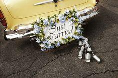 Autoschmuck zur Hochzeit: Just married-Schild und Dosen