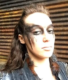 Alycia Debnam-Carey as Lexa. Her entire facial emotions change, even down to her eyes, incredible. The 100 Cast, The 100 Show, It Cast, Lexa The 100, The 100 Clexa, Alycia Debnam Carey, The 100 Serie, Commander Lexa, 100 Memes