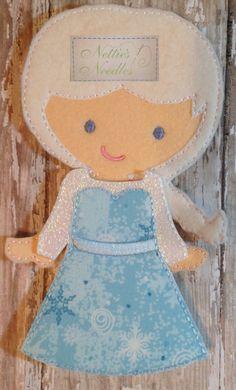 Elsa congelata: Vestito per bambola di feltro di NettiesNeedlesToo