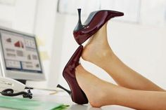 Here are 7 heels that powerful women wear to complete their power statement. A true boss wears these types of high heels! Read more at Deals On Heels. Business Fashion, Business Women, Business Style, Business Attire, Affiliate Marketing, Office Dress Code, Foot Pictures, Photography Jobs, Cheap Shoes Online
