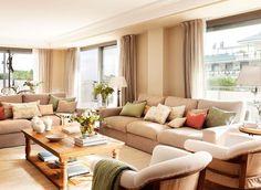 """Salón con dos sofás en """"L"""" y dos butacas gemelas"""