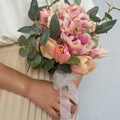ガーデンウェディングにピッタリ♪チューリップのクラッチブーケ(ブートニア付) Floral Wreath, Wreaths, Flowers, Inspiration, Decor, Biblical Inspiration, Dekoration, Flower Crowns, Decoration