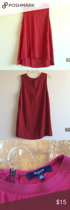 Madewell zip back sleeveless tunic Super cute with small side splits for comfort. 100% viscose with exposed zipper in back. Slight but normal wear and tear. Generally good condition! Madewell Tops Tank Tops