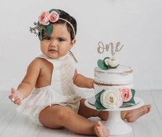 Roquefort mini cakes, smoked walnuts and bacon - Clean Eating Snacks Baby Cake Smash, 1st Birthday Cake Smash, Baby Girl 1st Birthday, Cake Smash Outfit Girl, Smash Cakes, First Birthday Pictures, Birthday Ideas, Birthday Gifts, 1st Birthday Activities