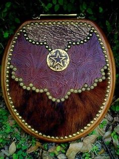 Western Decor by Signature Cowboy-- Cowhide Toilet Lid! Oh, Dear Heaven, I need this thing so bad so bad Cowboy Crafts, Western Crafts, Rustic Western Decor, Western Theme, Rustic Charm, Cowboy Western, Western Style, Country Decor, Glitter Toilet Seat