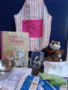 """Een verteltas (tas is gemaakt van 2 schorten) gemaakt bij het boek """"Vos en haas op zoek naar koek"""". Restaurant, Letters, Teaching, School, Books, Projects, Easy Meals, Log Projects, Libros"""