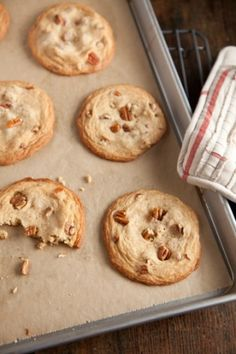 Paula Deen's Brown Sugar Cookies (though I'd make them without the nuts, or with something else in place of them) Brown Sugar Cookie Recipe, Brown Sugar Cookies, Sugar Cookies Recipe, Cake Mix Cookies, Candy Cookies, Yummy Cookies, Brownie Cookies, Pecan Cookies, Cookie Pie