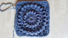 Free pattern Circle of Friends Square - Laura Haakt : Free pattern Circle of Friends Square – Laura Haakt Granny Square Häkelanleitung, Granny Square Crochet Pattern, Crochet Squares, Crochet Blanket Patterns, Crochet Granny, Knitting Patterns, Ravelry Crochet, Crochet Mittens, Crochet Yarn