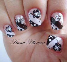 black and white flower nails Fancy Nails, Diy Nails, Pretty Nails, Claw Nails, Manicure E Pedicure, Flower Nails, Creative Nails, Cool Nail Designs, White Nails