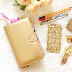 yettezkiedoodle: Because gold makes me happy.  #planneraddict  #colorcrush  #websterspage