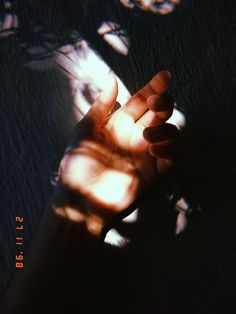 Hand Photography, Girl Photography Poses, Tumblr Photography, Creative Photography, Sky Aesthetic, Aesthetic Photo, Aesthetic Pictures, Shadow Pictures, Profile Pictures Instagram