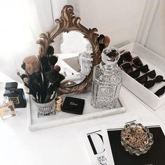 trang tr noel Kelsey Simone on Gave my room a little makeover yesterday and deci. My New Room, My Room, Kelsey Simone, Makeup Storage Organization, Storage Ideas, Box Storage, Vanity Decor, Vanity Ideas, Makeup Rooms