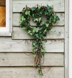 Natural Sweetheart Vine Wreath with Ivy