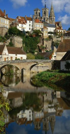 Semur en Auxois ~ has a medieval core, built on a pink granite bluff more than half-encircled by the RIver Armamcon, in eastern Bourgogne, France