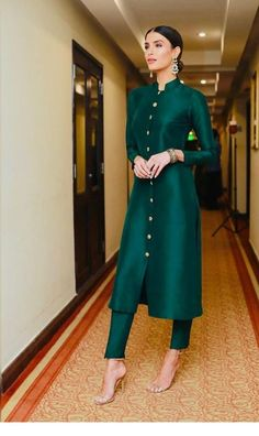 Designer Dresses for teens Pakistani Dress Design, Pakistani Dresses, Indian Dresses, Indian Outfits, Pakistani Fashion Party Wear, Pakistani Clothing, Pakistani Bridal, Bridal Lehenga, Salwar Designs