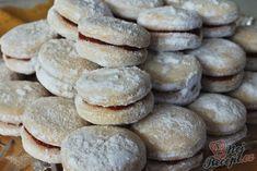 Rakvičky s čokoládou a uvnitř ještě s vaječňákem Christmas Sweets, Christmas Candy, Christmas Baking, Norwegian Food, Ice Cream Pies, My Dessert, Desert Recipes, Sweet Recipes, Cupcake Cakes