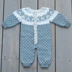 Knitting Charts, Baby Knitting Patterns, Baby Patterns, Baby Boy Outfits, Kids Outfits, Modern Baby Furniture, Baby Barn, Pull Bebe, Knitting For Kids