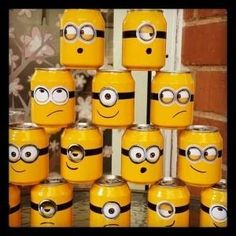 74 Minions Kids Party Decorating Tips - Reduce, Reuse, Recycle - Planejamento de Eventos Spongebob Birthday Party, Minion Party, 2nd Birthday, Bottle Art, Bottle Crafts, Minion Craft, Activities For Kids, Crafts For Kids, Minion Theme