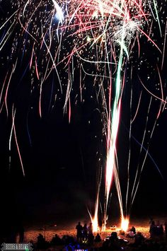 Will you be watching the fireworks tomorrow night?? If you've got a camera check out these tips and shoot your own fantastic firework photos!