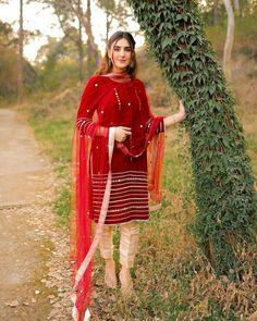 Pakistani Fancy Dresses, Fancy Kurti, Pakistani Fashion Party Wear, Pakistani Dress Design, Pakistani Outfits, Pakistani Bridal, Stylish Dresses For Girls, Stylish Dress Designs, Simple Dresses