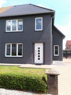Terrace House Exterior, House Paint Exterior, Exterior House Colors, Facade House, Grey Exterior, Modern Exterior, Exterior Design, Estilo Tudor, Rendered Houses