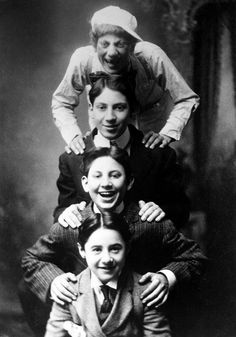 Marx Brothers, 1908 - From the top: Groucho, Harpo, Gummo, Lou Levy The Comedian, Hooray For Hollywood, Hollywood Stars, Vintage Hollywood, Classic Hollywood, Comedy, Actrices Hollywood, Famous Faces, Funny People