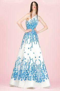 Andrew Gn Resort 2018💎 Espectacular colección!! Nos encanta todos los diseños!! Y es que la moda puede ser bonita...! Diseños que son un lujo, paleta de colores cálidos pastel, su abrigo Maharaja, brocados de oro,  mariposas en el kimono, bordados  Imposible no enamorarse!! 😍💕 #moda #estilo #tendencias #coleccion #resort #resort18 #andrewgn #fashion #elegant #glamour #style #trendy #collection #designer #design #details #inspiration #luxury #handmade