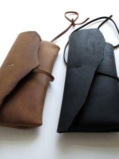 Handstitched Bolsa em couro preto fosco caracterizado por HIDDENGEMstudio