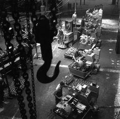 l'Atelier mécanique, 1945 |¤ Robert Doisneau | 9 october 2015 | Atelier Robert Doisneau | Site officiel