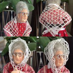 Silkkilangasta virkattu ohut huivi 1:12 nukelle hartioille tai kietaista päähän
